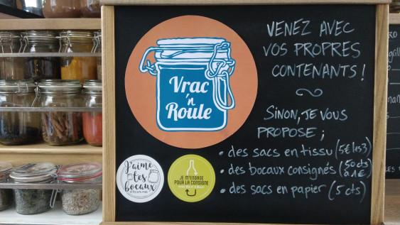 Photo de Vrac'n roule, membre de Bout à Bout, réseau de réemploi des bouteilles en verre en Pays de la Loire