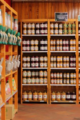Photo de Les Côteaux Nantais - Magasin, membre de Bout à Bout, réseau de réemploi des bouteilles en verre en Pays de la Loire