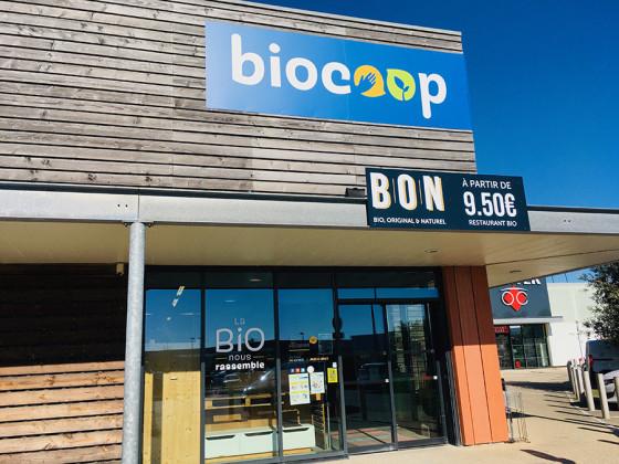 Photo de Biocoop Les Hameaux Bio Pornic, membre de Bout à Bout, réseau de réemploi des bouteilles en verre en Pays de la Loire