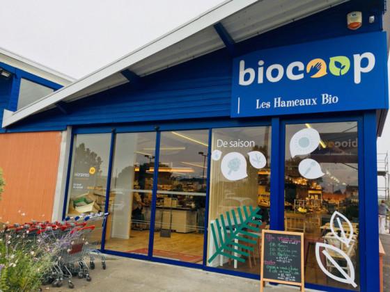 Photo de Biocoop Les Hameaux Bio Trignac, membre de Bout à Bout, réseau de réemploi des bouteilles en verre en Pays de la Loire