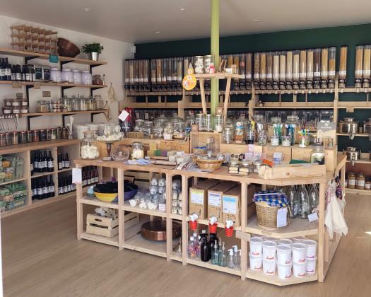 Photo de Pile Poids, L'épicerie juste, membre de Bout à Bout, réseau de réemploi des bouteilles en verre en Pays de la Loire